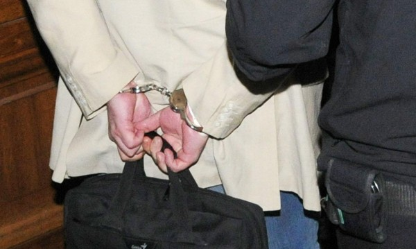 Отвратително: Арестуваха директор за блудство с ученичка