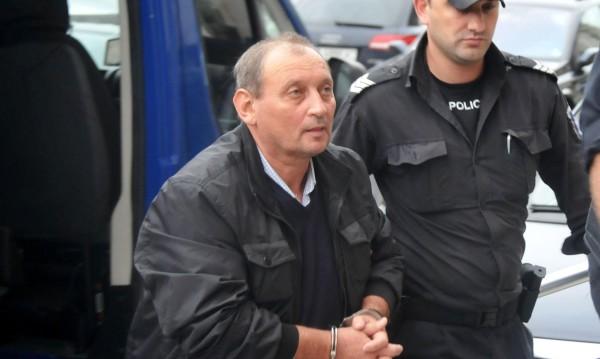 Съдът пусна под домашен арест обвинения в блудство директор