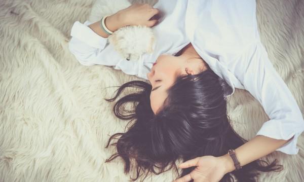 Причини да не спите голи