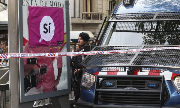 Испанската полиция затвори училища заради референдума