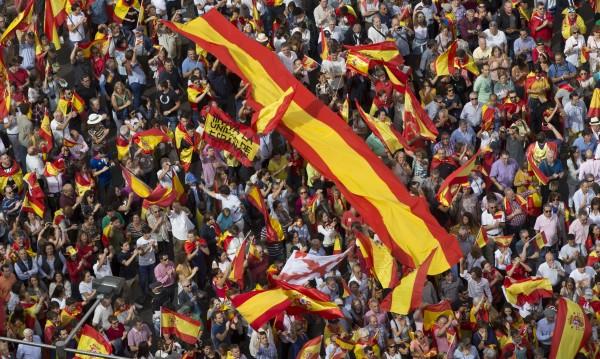 Хиляди в Мадрид срещу вота, бранят единството на Испания