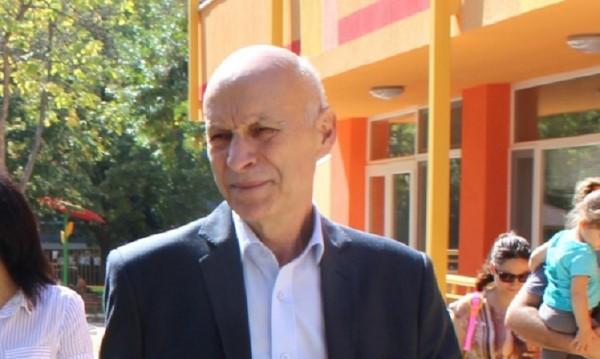 Кметът на Хасково: Не се дистанцирам от ГЕРБ, а от Делян Добрев