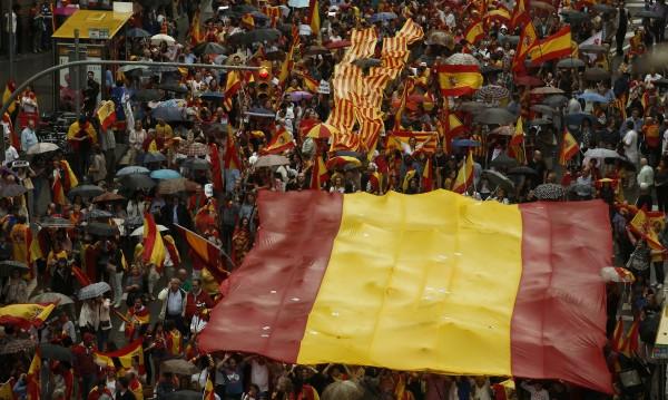 Испанското МВР: Затворени са секциите за референдума!
