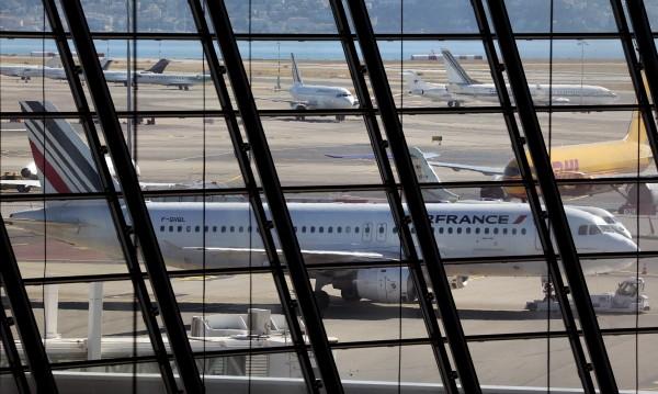 Самолет, летящ от Париж до САЩ, кацна аварийно в Канада