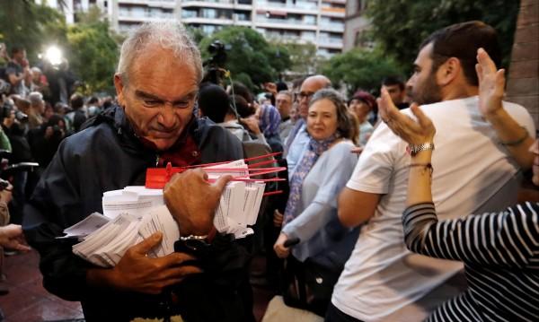 Забраненият референдум: В Каталуния започна гласуването за независимост