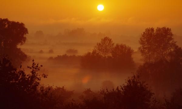 Времето днес: Мъгливо с температури между 16° и 21°С