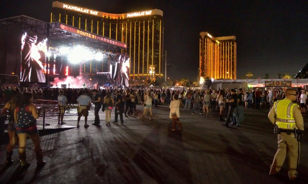 Нападателят в Лас Вегас имал още осем огнестрелни оръжия