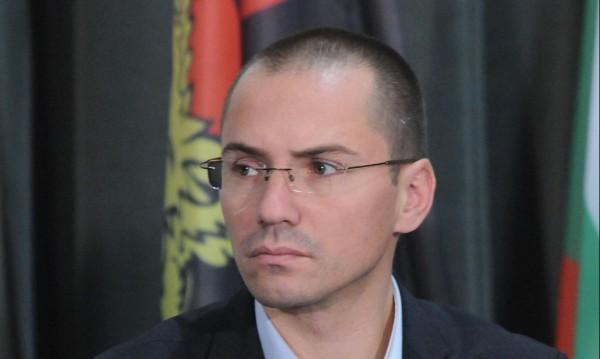 Джамбазки до Цацаров: Извършва ли БХК антибългарска дейност?