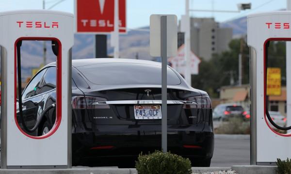 Tesla се бави със сглобяването на Model 3
