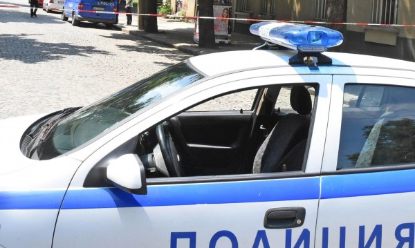 Полицията изведе барикадирал се в жилище мъж