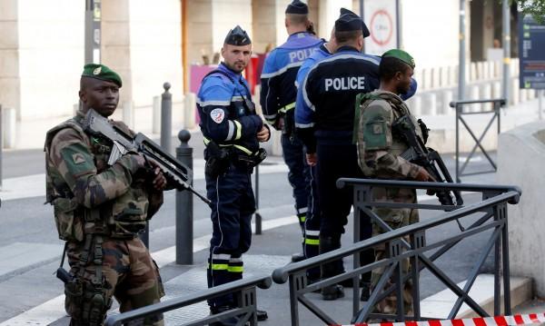 Петима арестувани в Марсилия за атаката с нож