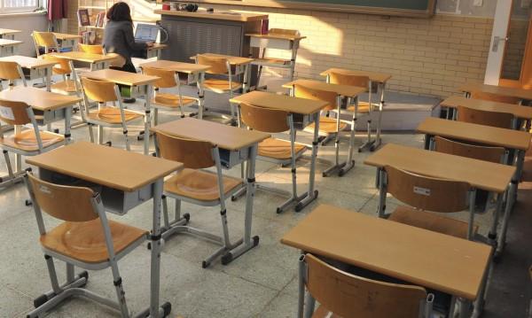 Българският учител: Жена, над 50, с висше образование