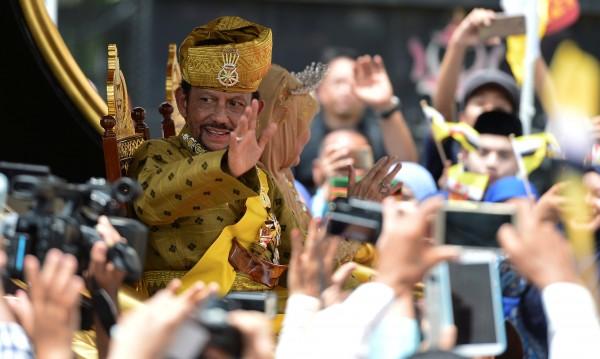 50 години на власт! Султанът на Бруней ги отпразнува