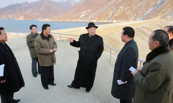 Тъмни нощи в Северна Корея, изпитваща остър недостиг на ток