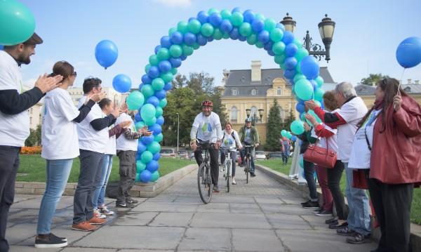 Колоездачи подкрепиха страдащите от ИБФ с велообиколка