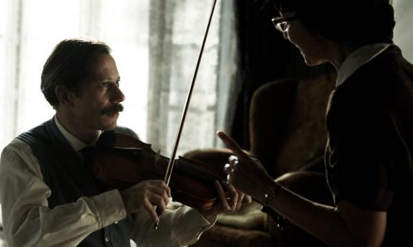 """Любовта към една цигулка в """"Пиле със сливи"""""""