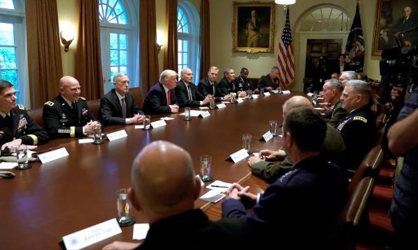Тръмп на среща с военни: Това е затишие пред буря!