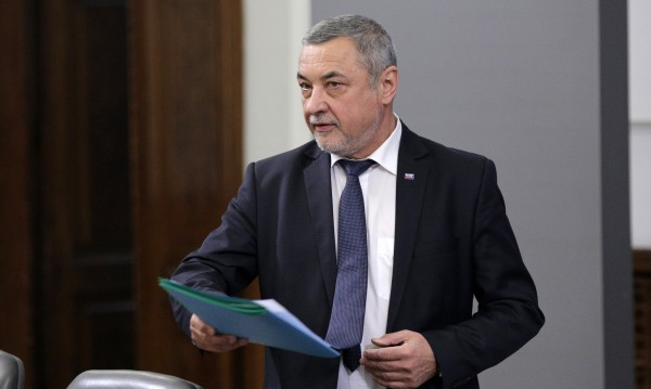 Симеонов видя клеветническа кампания срещу него, иска извинение от медии