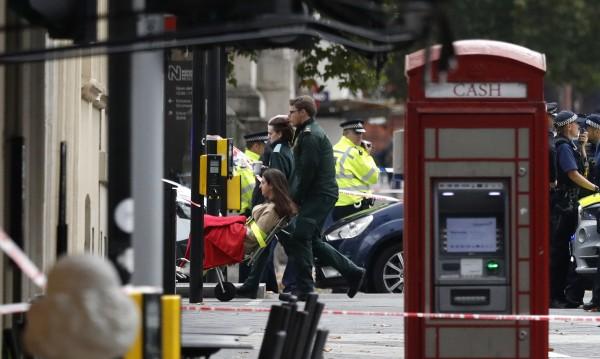 Кола се качи на тротоар и рани пешеходци в Лондон