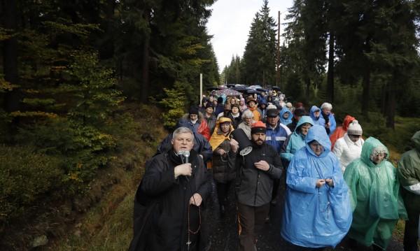 Хиляди полски католици се събраха и се помолиха за мир по света