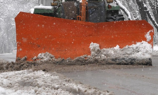 Чистят сняг и паднали клони по пътищата на Витоша