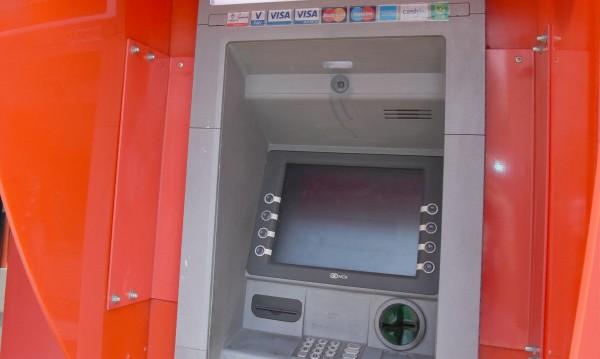 Крадци подготвят обири на банкомати с електроника