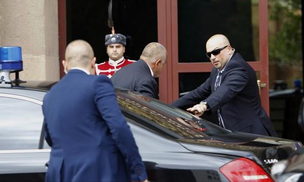 На КСНС: Борисов закъсня, Цветанов и Карадайъ тръгнаха