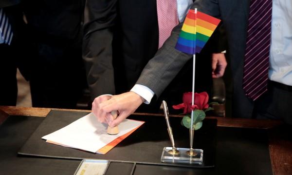 Първо осиновяване на дете от гей двойка в Германия