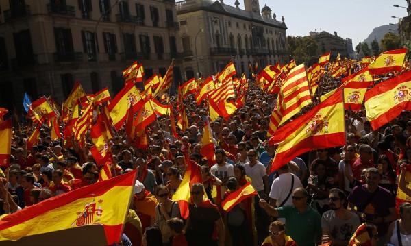 Независимост? Пучдемон бави речта си пред каталунския парламент