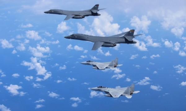 US бомбардировачи на учения над Корейския полуостров