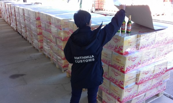 30 000 бутилки чешка  бира останаха на Дунав мост