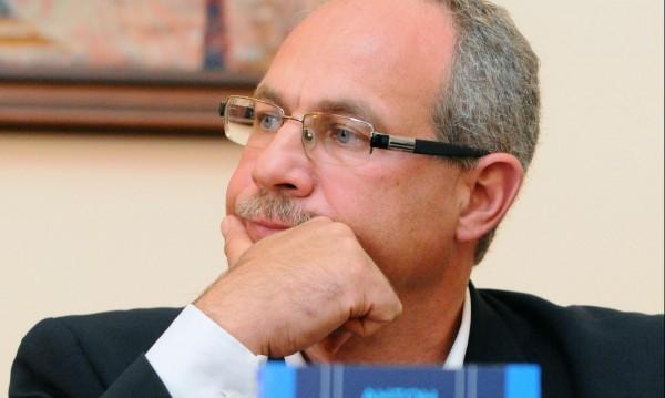 Антон Тодоров ще става журналист. И политиката не била минало