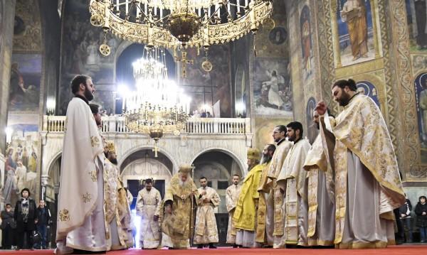 Църквата дарява пари за онкоболни деца