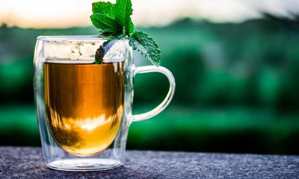 10 вида чай, помагащи при запек