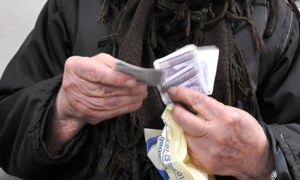 Хиляди пенсионери останали без обещания скок на пенсиите