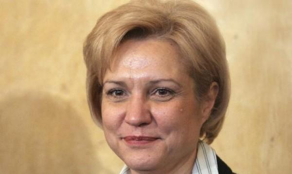 """Менда Стоянова: Увеличението от 10% няма да е """"на калпак"""""""
