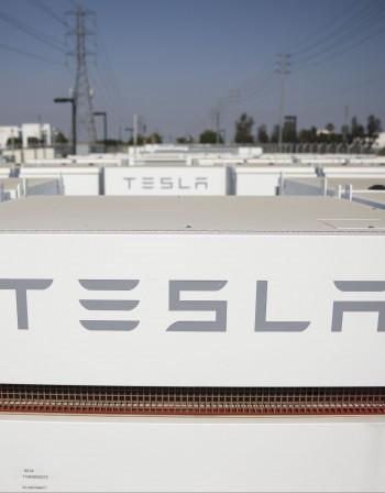 Model X на Tesla с дефект - изтеглят 11 хил. коли
