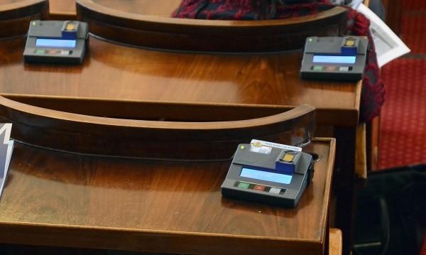 """""""Воля"""" алармира: Бавно и трудно българите в чужбина взимат визи"""