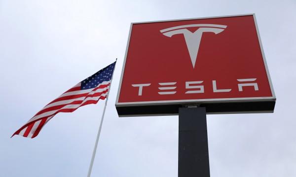 Проблеми в Tesla? Компанията уволни 400 служители