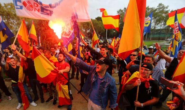 Мадрид в готовност да поеме контрол над Каталуния