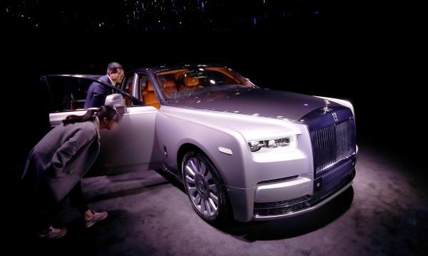 Без тъч скрийн в Rolls-Royce, не било естетично, а грозно!