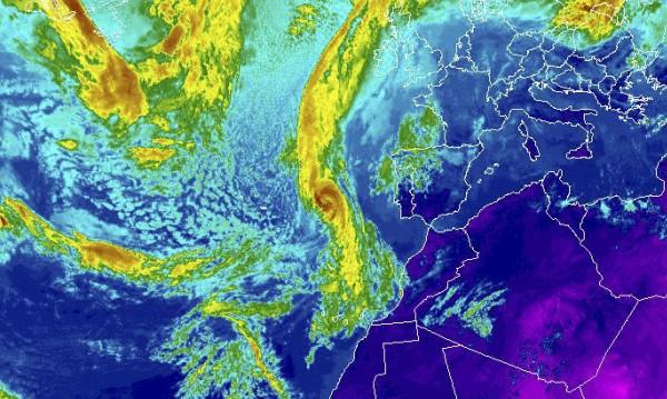 Ураганът Офелия отслабна до посттропически циклон