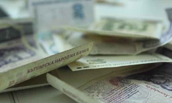 Крадци пребиха двама възрастни в Кюстендилско за дребни суми