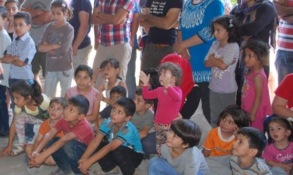 Бежански неволи: Децата тръгват на училище, после заминават