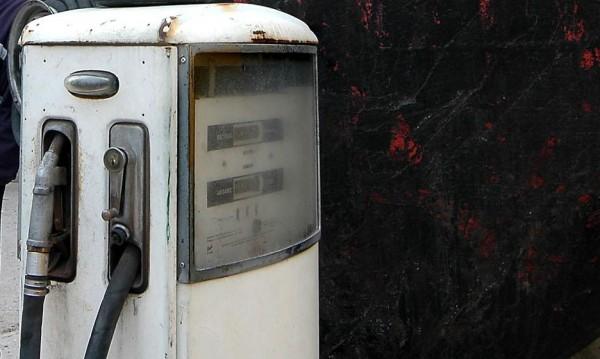 Данъчни запечатаха бензиностанция в Бургас
