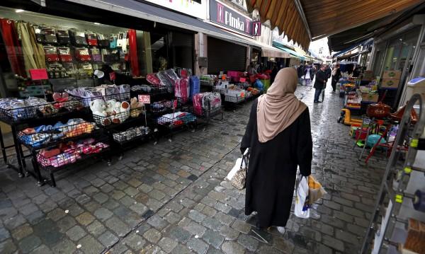 Наказание от Белгия: Бежанец, пък си ходи у дома на почивка