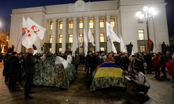 Киев осъмна с палатков протестен лагер