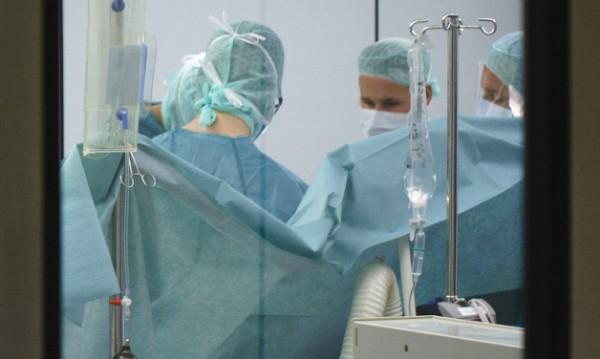 """Операция в """"Пирогов"""": Отстраниха 5-килограмов тумор на момиче"""