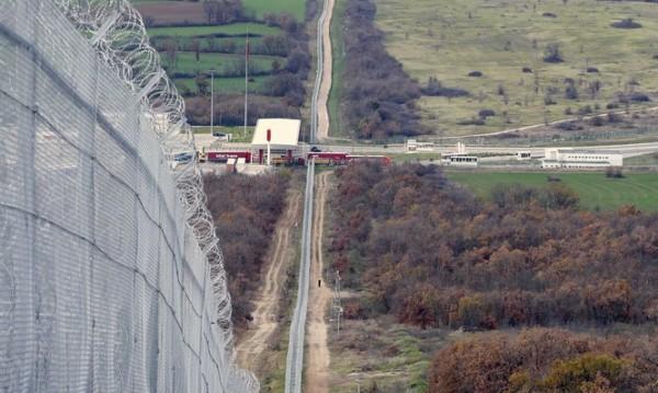 Дъждовете повредили оградата с Турция, ремонтират я