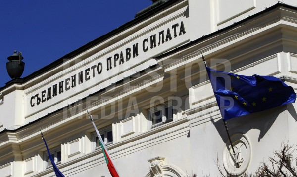 Парламентът срещу президента: Депутатите бутнаха вето №3 на Радев